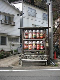温泉街のこけし提灯.JPG
