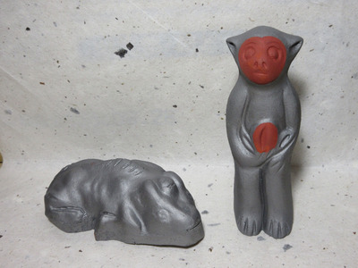 tmk1811�C瓦牛(左)と瓦猿.jpg